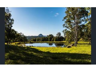 View profile: Queenslander lifestyle with mountain views