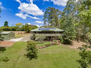 View profile: modern Queenslander with room for ALL