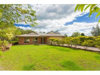 View profile: 4 bedroom family home with pool