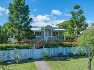 View profile: Classic queenslander with contemporary touches