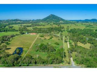 View profile: 10 acres and only 10 mins to Noosa