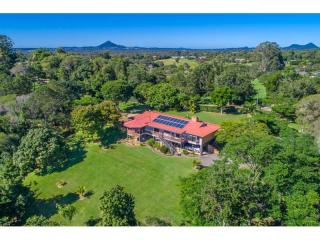 View profile: Immaculate home, magnificent views