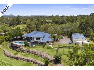 View profile: Master built family home with views, breezes and a tennis court !!!!
